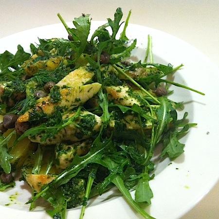 Lauwarmer Kartoffelsalat mit Poulet und Salsa verde