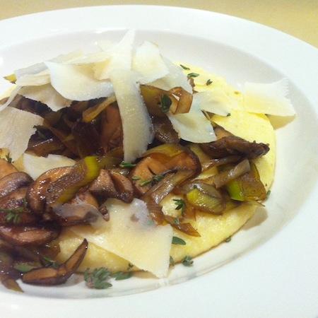 Lauch-Champignon-Polenta mit Parmesan