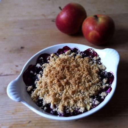 Apfel-Heidelbeer-Crumble