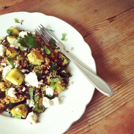 Gebratene Zucchini mit Bulgur und Feta