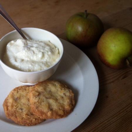 Apfelschnee mit Baumnuss-Shortbread