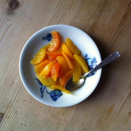 Orangensalat mit Orangen-Passionsfruchtsauce
