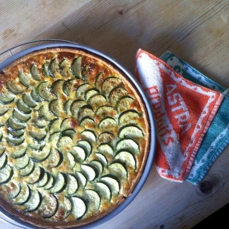 Zucchinikuchen mit Minze