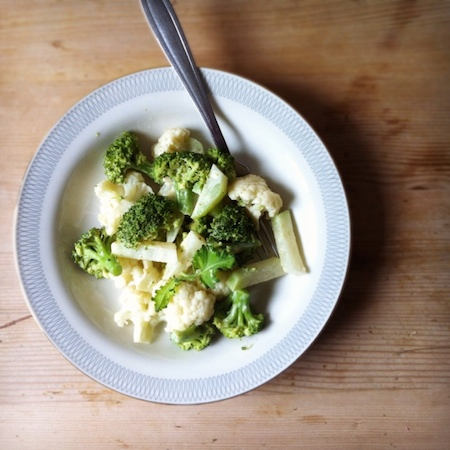 Broccoli-Blumenkohl-Kohlrabisalat