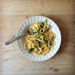 Spaghetti mit grünem Spargel und Orangen_l